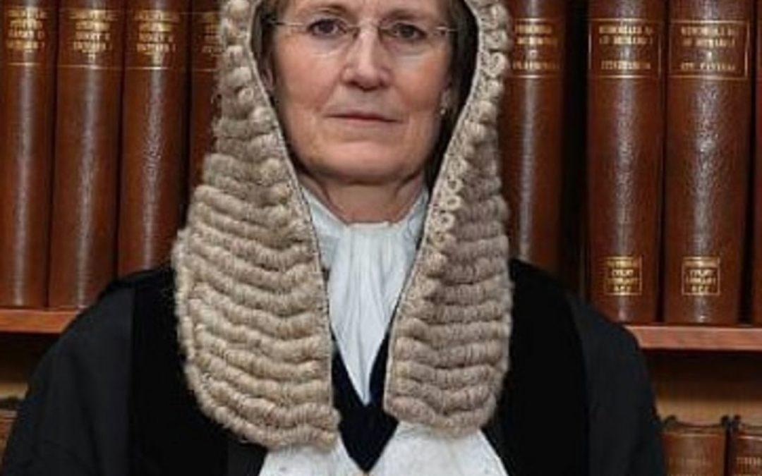La juge Emma Arbuthnot refuse de se récuser dans le simulacre de procès de Julian Assange! La séparation des pouvoirs ne suffit pas pour garantir les Droits de l'Homme! il faut instituer UN POUVOIR POPULAIRE au-dessus de TOUS les pouvoirs.